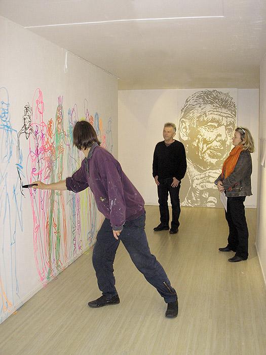 Besökare mot väggen  © Marie Lestin